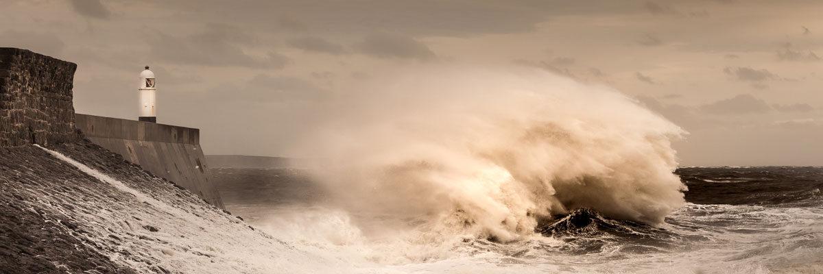 Storm Desmond waves